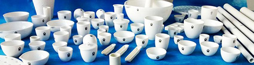 Materiales de laboratorio de porcelana utilizados en un laboratorio